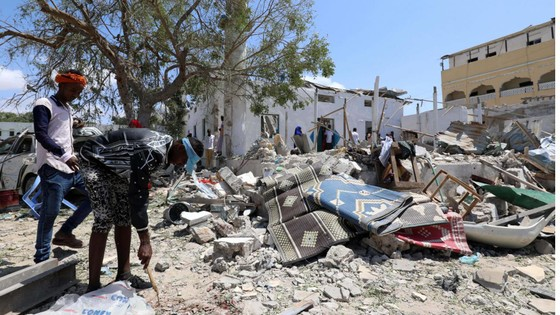 Đánh bom xe vào trụ sở chính quyền tại thủ đô Somalia, 20 người thương vong ảnh 1