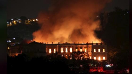 Bảo tàng quốc gia 200 năm tuổi của Brazil bị thiêu rụi ảnh 3