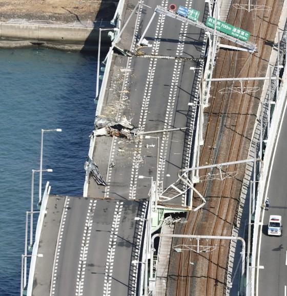 Siêu bão Jebi tiếp tục gây thiệt hại tại miền Tây Nhật Bản ảnh 7