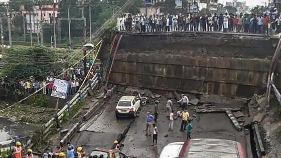 Sập cầu tại Ấn Độ, 1 người thiệt mạng, 19 người bị thương ảnh 1