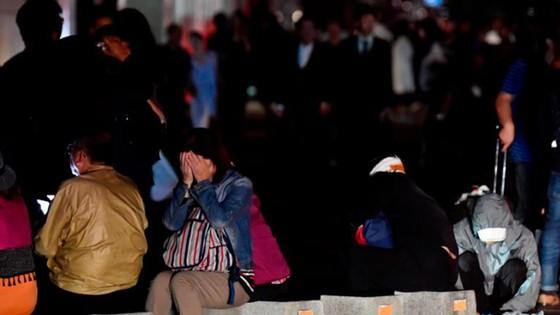 Động đất mạnh gây lở đất, mất điện trên diện rộng tại Nhật Bản ảnh 9