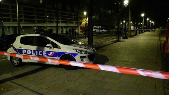 Tấn công bằng dao tại thủ đô Paris, Pháp, nhiều người bị thương  ảnh 3