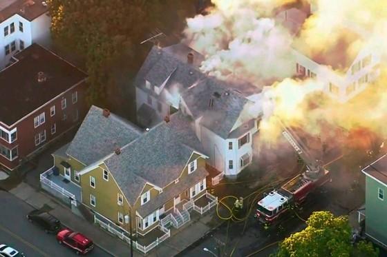 Hàng chục vụ nổ khí gas ở ngoại ô TP Boston, 1 người thiệt mạng, 12 người bị thương ảnh 17