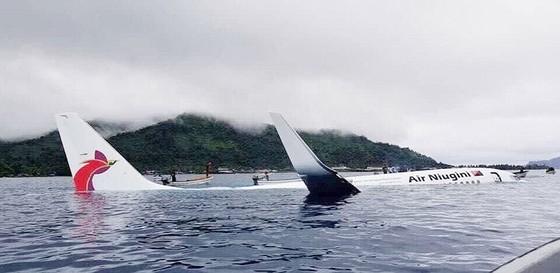 Máy bay chở 47 người trượt khỏi đường băng, lao xuống biển ảnh 11