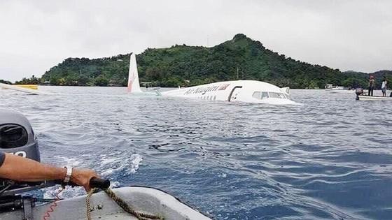 Máy bay chở 47 người trượt khỏi đường băng, lao xuống biển ảnh 10