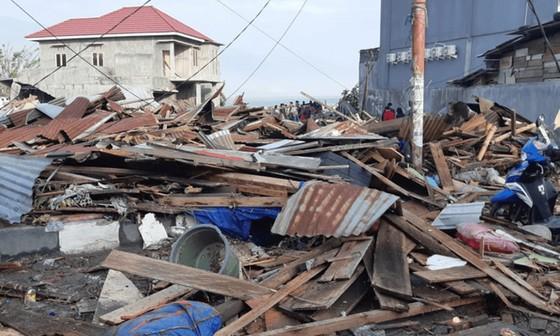 Số nạn nhân thiệt mạng do động đất và sóng thần tại Indonesia đã lên tới gần 400 người ảnh 4