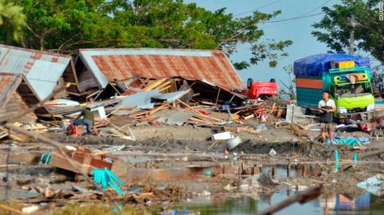 Số nạn nhân thiệt mạng do động đất và sóng thần tại Indonesia đã lên tới gần 400 người ảnh 6