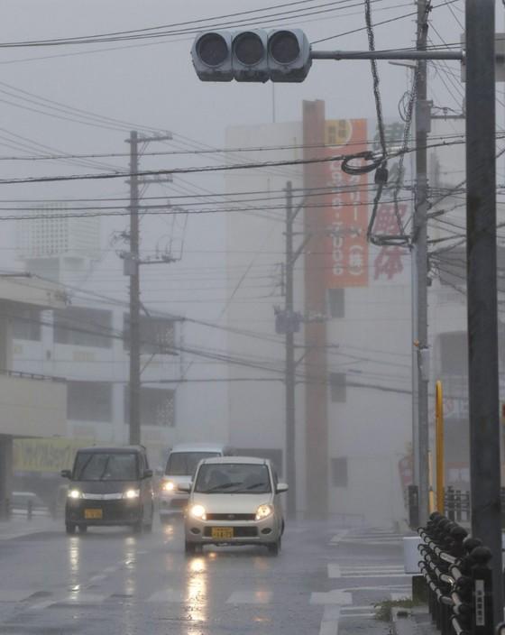 Bão Trami đổ bộ Nhật Bản, 5 người bị thương ảnh 7