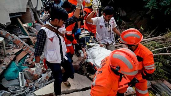 Số người chết vì động đất, sóng thần Indonesia tăng lên hơn 1.200 người ảnh 23