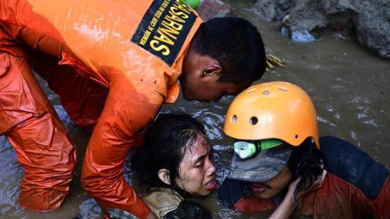 Số người chết vì động đất, sóng thần Indonesia tăng lên hơn 1.200 người ảnh 20