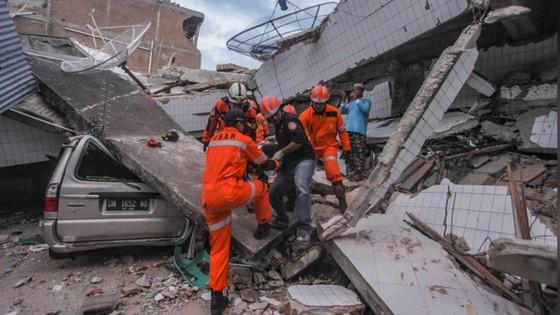 Số người chết vì động đất, sóng thần Indonesia tăng lên hơn 1.200 người ảnh 29