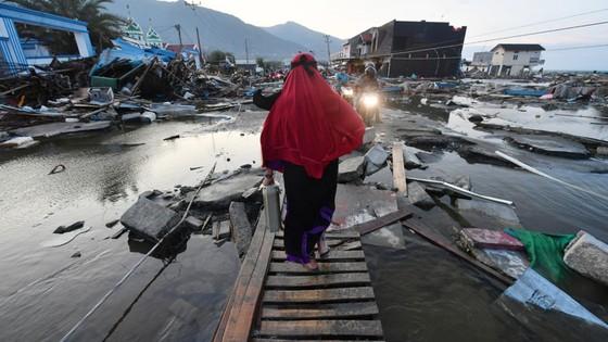 Số người thiệt mạng và mất tích trong vụ động đất và sóng thần tại Indonesia lên tới hơn 1.670 người ảnh 6