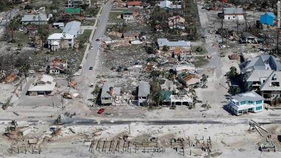 Siêu bão Michael tấn công Florida: 17 người chết, một căn cứ quân sự bị san bằng, cả thị trấn bị xóa sổ ảnh 19