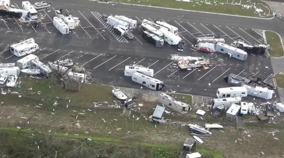 Siêu bão Michael tấn công Florida: 17 người chết, một căn cứ quân sự bị san bằng, cả thị trấn bị xóa sổ ảnh 10
