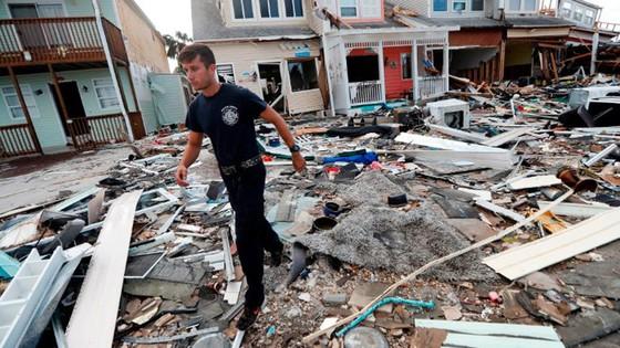 Siêu bão Michael tấn công Florida: 17 người chết, một căn cứ quân sự bị san bằng, cả thị trấn bị xóa sổ ảnh 26