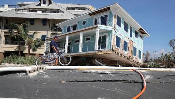 Siêu bão Michael tấn công Florida: 17 người chết, một căn cứ quân sự bị san bằng, cả thị trấn bị xóa sổ ảnh 6