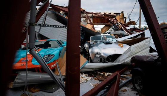Siêu bão Michael tấn công Florida: 17 người chết, một căn cứ quân sự bị san bằng, cả thị trấn bị xóa sổ ảnh 7