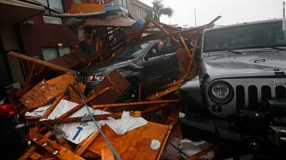 Siêu bão Michael tấn công Florida: 17 người chết, một căn cứ quân sự bị san bằng, cả thị trấn bị xóa sổ ảnh 37