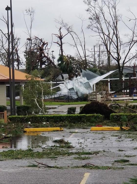Siêu bão Michael tấn công Florida: 17 người chết, một căn cứ quân sự bị san bằng, cả thị trấn bị xóa sổ ảnh 15