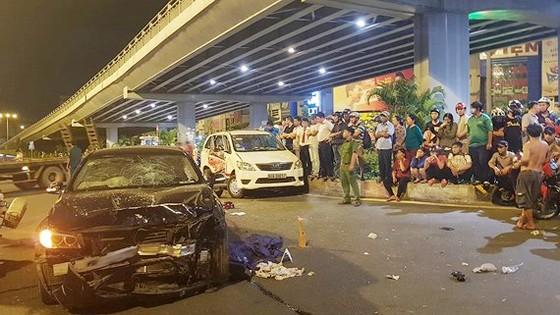Vụ xe BMW gây tai nạn liên hoàn tại ngã tư Hàng Xanh: 3 nạn nhân nguy kịch tại bệnh viện ảnh 2
