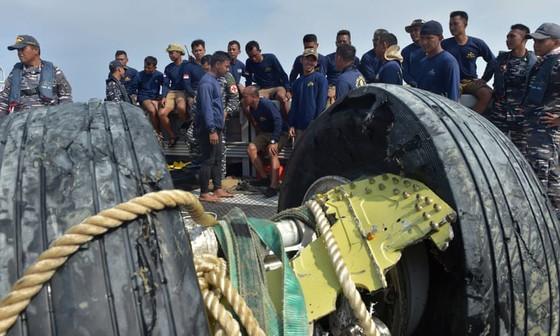 Vụ máy bay Lion Air rơi tại Indonesia: Phát hiện thân và động cơ máy bay, một thợ lặn thiệt mạng ảnh 1