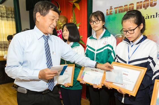 Quỹ hỗ trợ giáo dục Lê Mộng Đào trao tặng hơn 1,5 tỷ đồng học bổng ảnh 3