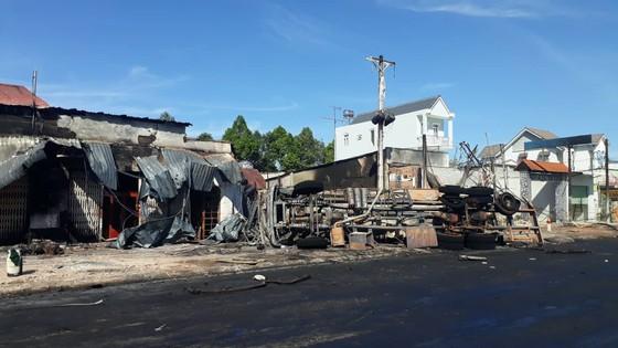 Xe bồn chở xăng gây cháy, 6 người thiệt mạng ảnh 1
