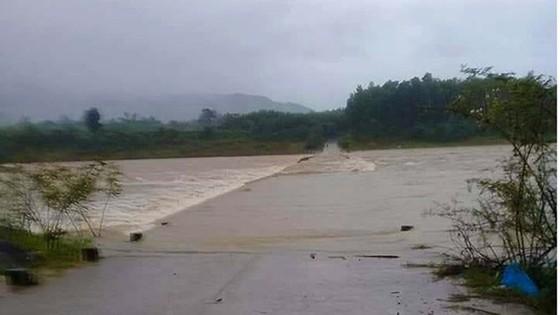 Miền Trung khẩn trương khắc phục hậu quả mưa lũ ảnh 3