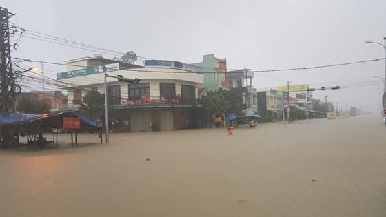 Miền Trung khẩn trương khắc phục hậu quả mưa lũ ảnh 1