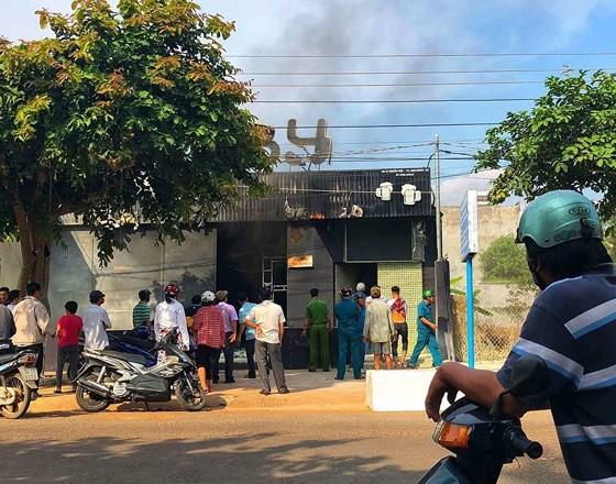 Vụ cháy nhà hàng ở Đồng Nai, 7 người thương vong: Nạn nhân thứ 7 đang trong tình trạng nguy kịch ảnh 1