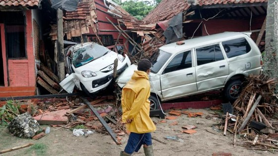 Ít nhất 281 người thiệt mạng và hơn 1.000 người bị thương trong vụ sóng thần tại Indonesia ảnh 4