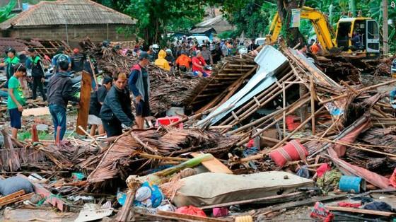 429 người thiệt mạng, 1.485 người bị thương và ít nhất 154 người mất tích trong trận sóng thần tại Indonesia ảnh 2