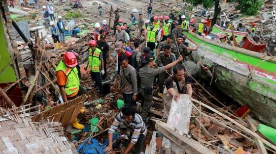 429 người thiệt mạng, 1.485 người bị thương và ít nhất 154 người mất tích trong trận sóng thần tại Indonesia ảnh 4