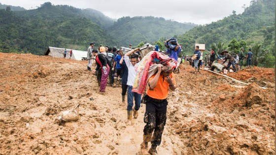 Sạt lở đất nghiêm trọng tại Indonesia, hàng chục người mất tích ảnh 1
