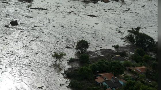 Ít nhất 9 người thiệt mạng và hàng trăm người mất tích trong vụ vỡ đập tại Brazil ảnh 6