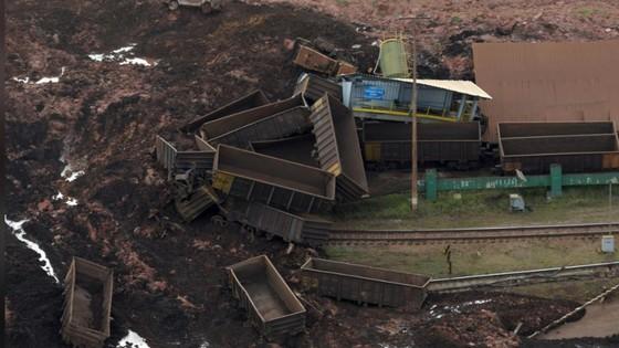 Ít nhất 9 người thiệt mạng và hàng trăm người mất tích trong vụ vỡ đập tại Brazil ảnh 7