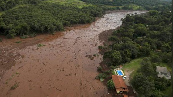 Ít nhất 9 người thiệt mạng và hàng trăm người mất tích trong vụ vỡ đập tại Brazil ảnh 14