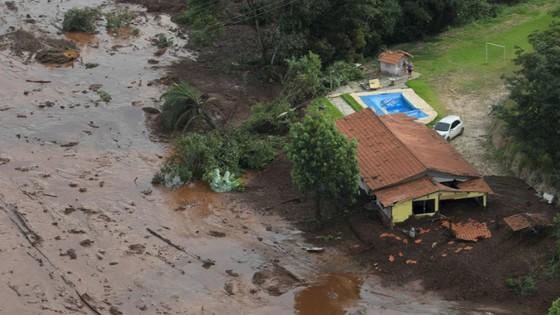 Ít nhất 9 người thiệt mạng và hàng trăm người mất tích trong vụ vỡ đập tại Brazil ảnh 17