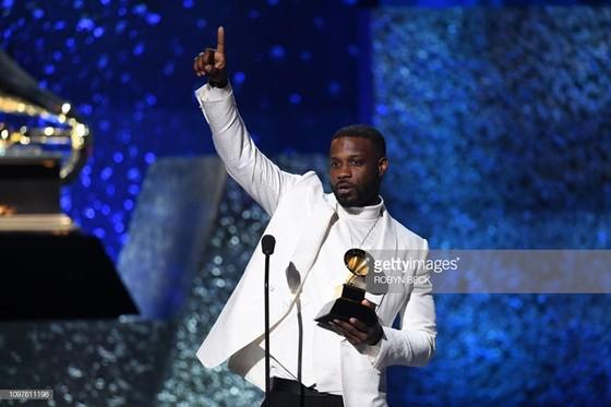 """""""Golden Hour"""" của Kacey Musgraves thắng giải Album nhạc đồng quê và Album của năm tại Grammy 2019 ảnh 13"""