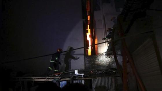 Ít nhất 81 người thiệt mạng trong vụ cháy chung cư tại Bangladesh ảnh 5