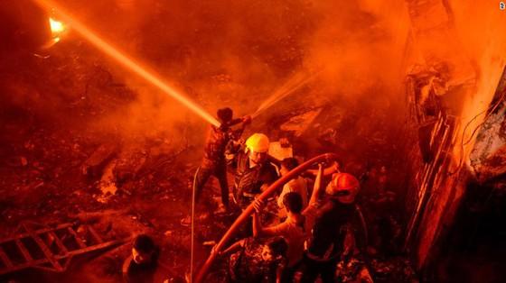 Ít nhất 81 người thiệt mạng trong vụ cháy chung cư tại Bangladesh ảnh 1