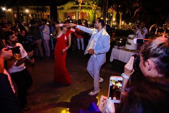 Cận cảnh đám cưới xa xỉ của tỷ phú Ấn Độ tại khách sạn 5 sao JW Marriott Phu Quoc Emerald Bay ảnh 9