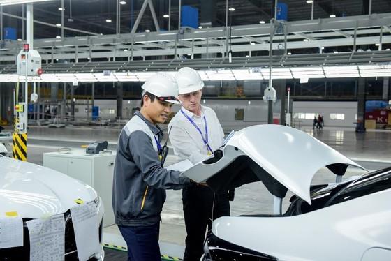 VinFast đưa 155 ô tô Lux ra nước ngoài kiểm thử ảnh 2