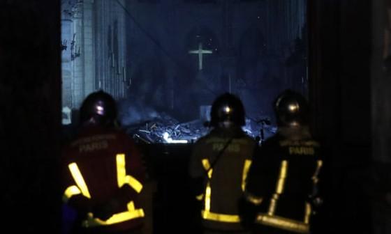 Vụ cháy Nhà thờ Đức Bà Paris: Bảo toàn được phần tháp chuông chính và tường nhà thờ ảnh 3
