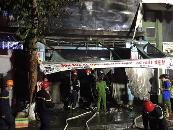 Cháy cửa hàng xe đạp điện lúc rạng sáng, 3 người thiệt mạng ảnh 3