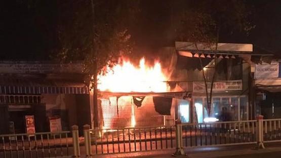 Cháy cửa hàng xe đạp điện lúc rạng sáng, 3 người thiệt mạng ảnh 1