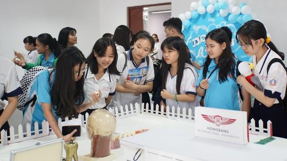 Đại học quốc tế Hồng Bàng công bố đề thi mẫu kỳ thi năng lực ảnh 2