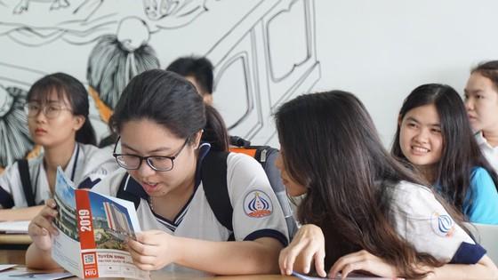 Đại học quốc tế Hồng Bàng công bố đề thi mẫu kỳ thi năng lực ảnh 1