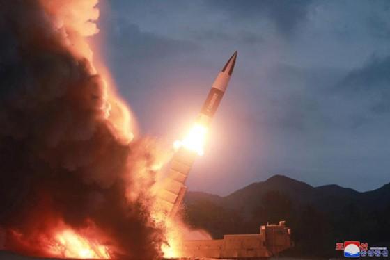 Triều Tiên lại phóng 2 vật thể không xác định vào Biển Nhật Bản ảnh 1