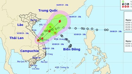 ATNĐ trên đất liền có khả năng mạnh lên thành bão, ATNĐ trên Biển Đông đã suy yếu thành vùng áp thấp ảnh 1